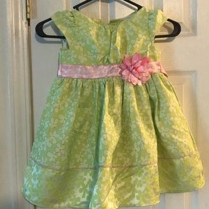 Adorable dress - great for Easter!
